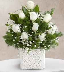 9 beyaz gül vazosu  Aksaray çiçek satışı