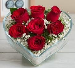 Kalp içerisinde 7 adet kırmızı gül  Aksaray çiçek gönderme sitemiz güvenlidir
