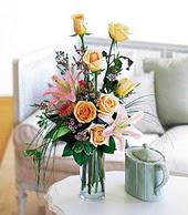 Aksaray çiçek , çiçekçi , çiçekçilik  cam yada mika vazo içerisinde gül kazablanka