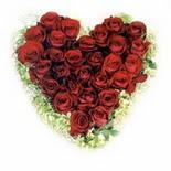 kalp biçiminde 15 gülden   Aksaray güvenli kaliteli hızlı çiçek