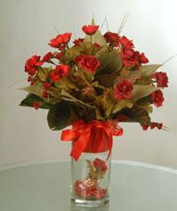 yapay güllerden vazo  9 gül  Aksaray uluslararası çiçek gönderme
