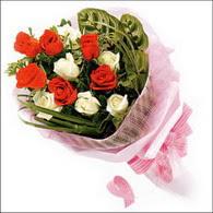 5 kirmizi 5 beyaz güllerden   Aksaray online çiçek gönderme sipariş