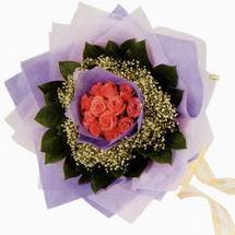 12 adet gül ve elyaflardan   Aksaray çiçekçi mağazası