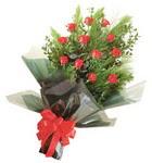 12 adet kirmizi gül buketi   Aksaray çiçekçi mağazası