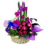 çikolata ve sepette çiçek   Aksaray çiçek gönderme sitemiz güvenlidir
