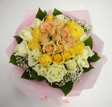 sari ve beyaz gül karisimda   Aksaray çiçek , çiçekçi , çiçekçilik