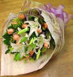 Aksaray internetten çiçek satışı  11 ADET GÜL VE 1 ADET KAZABLANKA