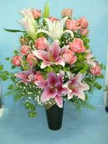 Aksaray internetten çiçek satışı  cam vazo içerisinde 21 gül 1 kazablanka