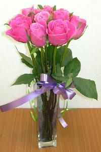cam vazo içerisinde 11 adet gül  Aksaray internetten çiçek satışı