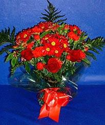 Aksaray hediye çiçek yolla  3 adet kirmizi gül ve kir çiçekleri buketi