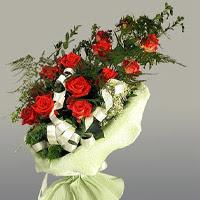 Aksaray ucuz çiçek gönder  11 adet kirmizi gül buketi sade haldedir
