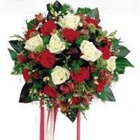 Aksaray ucuz çiçek gönder  6 adet kirmizi 6 adet beyaz ve kir çiçekleri buket