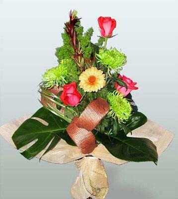 Aksaray ucuz çiçek gönder  3 adet gül 4 adet gerbera çiçegi sade buket