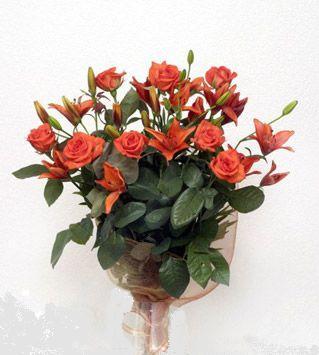 9 adet gül ve 3 adet lilyum çiçegi buketi   Aksaray cicek , cicekci