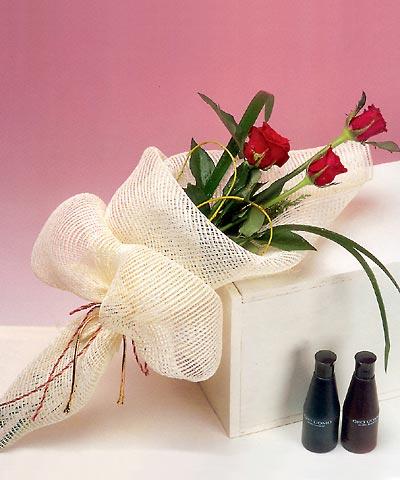 3 adet kalite gül sade ve sik halde bir tanzim  Aksaray internetten çiçek siparişi