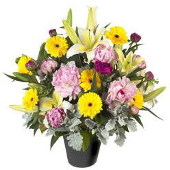karisik mevsim çiçeklerinden vazo tanzimi  Aksaray uluslararası çiçek gönderme