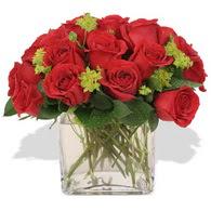 Aksaray çiçekçi telefonları  10 adet kirmizi gül ve cam yada mika vazo