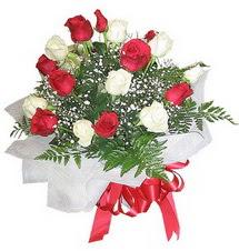 Aksaray çiçek , çiçekçi , çiçekçilik  12 adet kirmizi ve beyaz güller buket