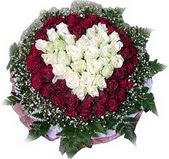 Aksaray çiçek mağazası , çiçekçi adresleri  27 adet kirmizi ve beyaz gül sepet içinde
