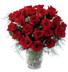 Aksaray çiçek gönderme sitemiz güvenlidir  11 adet kirmizi gül cam yada mika vazo içerisinde