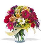 Aksaray çiçek , çiçekçi , çiçekçilik  cam yada mika vazo içerisinde karisik kir çiçekleri
