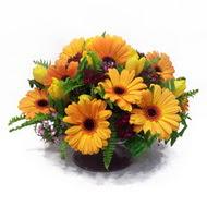 gerbera ve kir çiçek masa aranjmani  Aksaray çiçek siparişi vermek