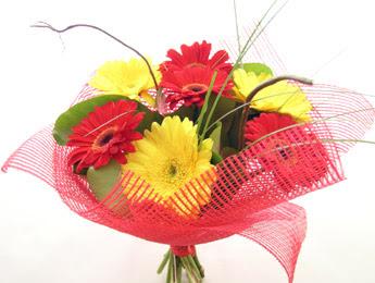 9 adet gerbera çiçeklerinden buket  Aksaray çiçek satışı