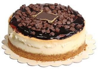 pasta yolla 4 ile 6 kisilik çikolatali yas pasta  Aksaray online çiçek gönderme sipariş