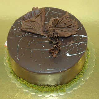 pastaci ustamizdan 4 ile 6 kisilik fistikli çikolatali yaspasta  Aksaray çiçek servisi , çiçekçi adresleri