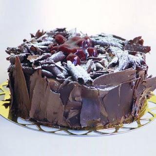 pasta yolla 4 ile 6 kisilik visneli çikolatali yas pasta  Aksaray çiçek siparişi sitesi
