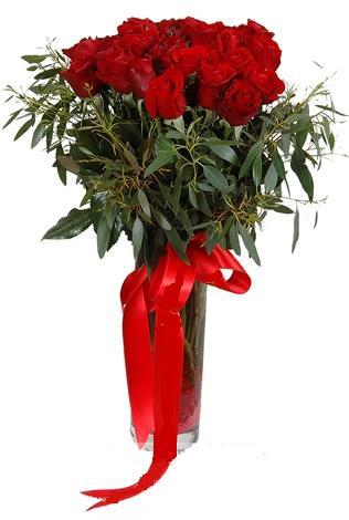 15 adet kirmizi gül cam vazo içerisinde  Aksaray internetten çiçek satışı