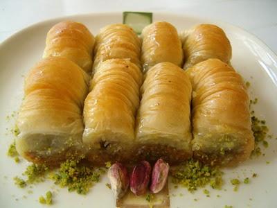 tatli gönder Essiz lezzette 1 kilo Fistikli Sari Burma  Aksaray cicekciler , cicek siparisi
