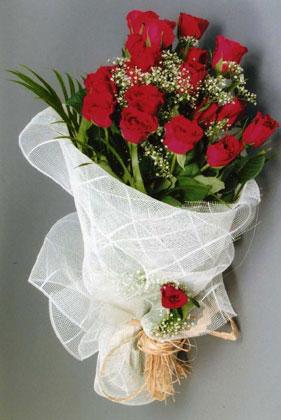 10 adet kirmizi güllerden buket çiçegi  Aksaray yurtiçi ve yurtdışı çiçek siparişi