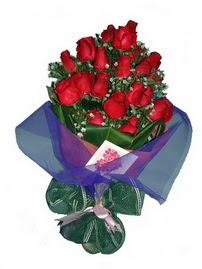 12 adet kirmizi gül buketi  Aksaray online çiçek gönderme sipariş