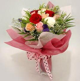 Karisik renklerde 11 adet gül buketi  Aksaray çiçek gönderme