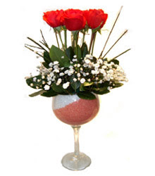 Aksaray çiçekçiler  cam kadeh içinde 7 adet kirmizi gül çiçek