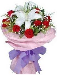 9 adet kirmizi gül 1 adet kazablanka buketi  Aksaray çiçekçi mağazası