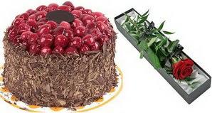 1 adet yas pasta ve 1 adet kutu gül  Aksaray uluslararası çiçek gönderme
