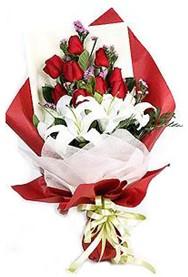Aksaray hediye çiçek yolla  9 adet gül 2 adet kazablanka buketi
