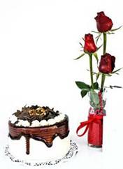 Aksaray çiçek siparişi vermek  vazoda 3 adet kirmizi gül ve yaspasta