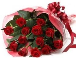 Aksaray anneler günü çiçek yolla  10 adet kipkirmizi güllerden buket tanzimi