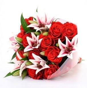 Aksaray çiçek siparişi vermek  3 dal kazablanka ve 11 adet kırmızı gül
