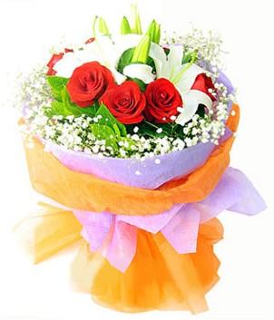 Aksaray çiçek gönderme sitemiz güvenlidir  1 dal kazablanka 7 adet kırmızı gül buketi