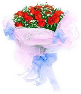 Aksaray çiçek siparişi sitesi  11 adet kırmızı güllerden buket modeli