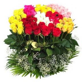 Aksaray çiçek mağazası , çiçekçi adresleri  51 adet renkli güllerden aranjman tanzimi