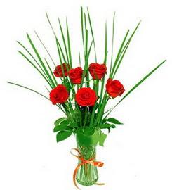 Aksaray çiçek , çiçekçi , çiçekçilik  6 adet kırmızı güllerden vazo çiçeği