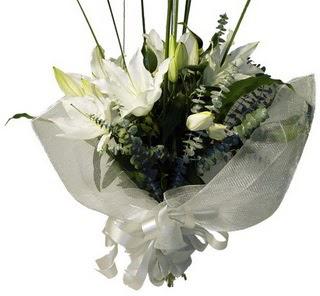 Aksaray çiçekçi mağazası  2 dal kazablanka çiçek buketi