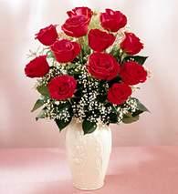 Aksaray çiçekçi mağazası  9 adet vazoda özel tanzim kirmizi gül