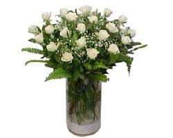 Aksaray yurtiçi ve yurtdışı çiçek siparişi  cam yada mika Vazoda 12 adet beyaz gül - sevenler için ideal seçim