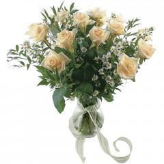 Vazoda 8 adet beyaz gül  Aksaray 14 şubat sevgililer günü çiçek